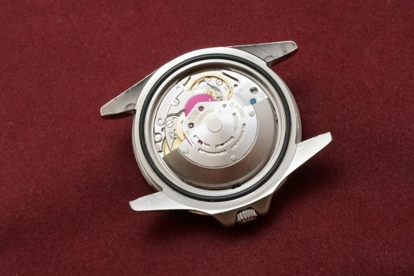 ロレックス GMTマスター Ref-1675 All-Red24hour Guarantee(RS-48/1976年)の詳細写真9枚目